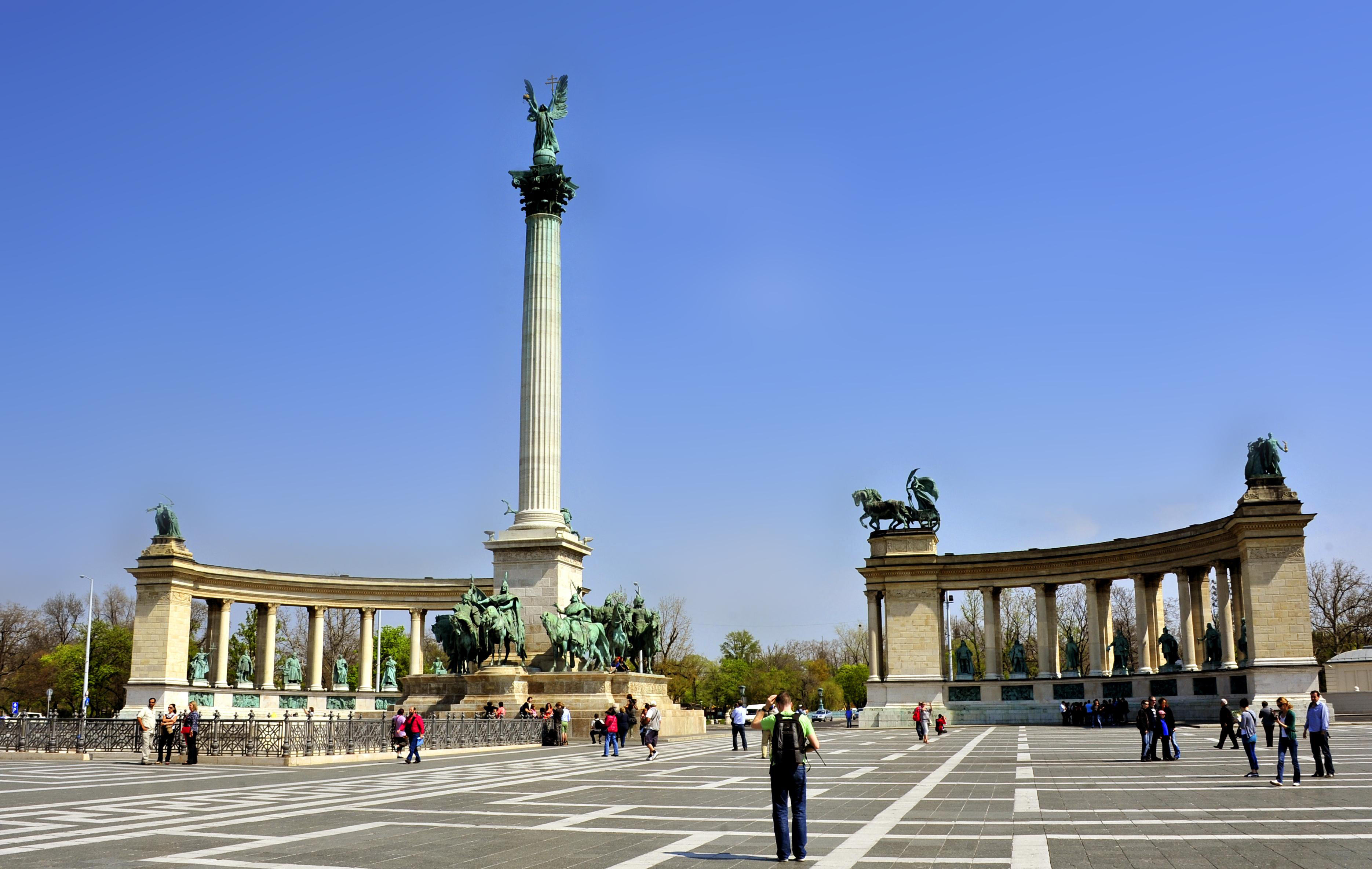 Budapest_Heroes' Square.jpg